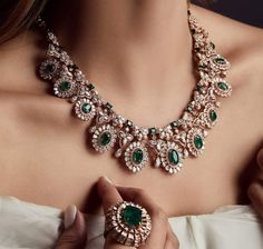 Emeralds & Rose Gold Exclusively At Begani Jewels ' ' ' ' ' ' ' ' ' ' ' ' Indian Jewelry Sets, Indian Wedding Jewelry, India Jewelry, Bridal Jewelry, Beaded Jewelry, Wooden Jewelry, Indian Bridal, Boho Jewelry, Jewelry Ideas
