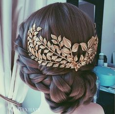 laurel leaf hair accessory (IG: @modaxhair_store)
