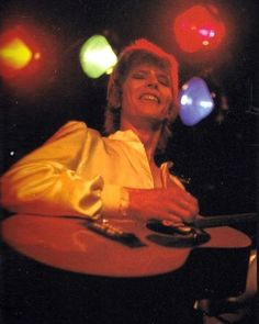 David Bowie sings about his idol Ziggy Stardust - Like many of his songs even on Ziggy Stardust are not autobiographies but are about other musicians he admires, For example Lady Stardust is about Marc Bolan. Well who plays guitar left-handed.