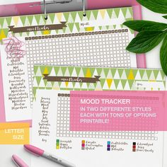 Mood tracker printable! A nice and cute mood chart to keep track of several aspects of your life, perfect for your planner or bullet journal.    The zip contains a lot of stuff: . there's the Yearly tracker where you'll have the whole year in one page, and it comes in two versions: a pre-co