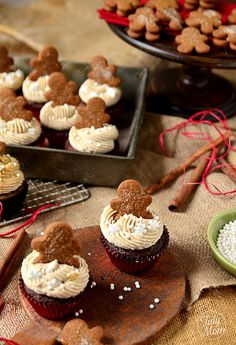 Gingerbread Cupcakes and Cinnamon Brown Sugar Buttercream are a moist, delicious spicy cake balanced by creamy brown sugar frosting. Gingerbread Cupcakes, Christmas Cupcakes, Christmas Sweets, Noel Christmas, Gingerbread Man, Rustic Christmas, Winter Cupcakes, White Christmas, Xmas