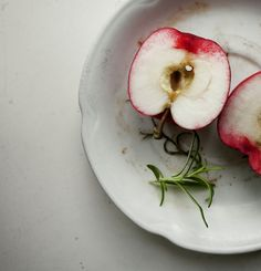 negative space, simple, apple plate <3 #food #photography #styling
