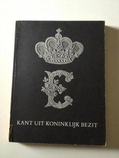 Catalogus van de kantvezameling van H.M.de Koningin in bruikleen gegeven aan het Rijksmuseum te Amsterdam. Uitgave 1966