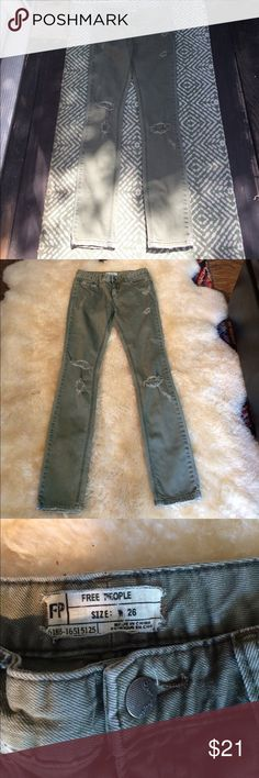 "🎉Free people👖W26 khaki distressed & Skinny 😎 Free people👖W26 khaki distressed & Skinny Inseam 32"" Rise 9"" in great condition distressed and ready to wear Free People Jeans Skinny"
