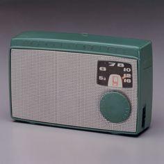 El primer radio de transistores hecho en Japón fue un Sony, y aunque se lanzó en 1955, a nosotros todavía nos encanta cómo luce, ¿te gusta el diseño de TR-55?