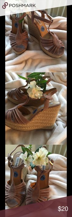 """Steve Madden Dusty rose suede wedges 🌺 size 7 1/2 Spring is almost here !! These are so pretty !! Worn once , like new !!  1 """" platform, 4 """" wedge Steve Madden Shoes Wedges"""