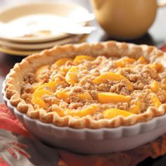 Mom's Peach Pie Recipe -A delightful summertime pie, this dessert is overflowing with fresh peach flavor. Each sweet slice is packed with old-fashioned appeal. The streusel… Peach Pie Recipes, Sweet Recipes, Quiches, Pie Dessert, Dessert Recipes, Dessert Healthy, Streusel Topping, Sweet Pie, Cheesecakes