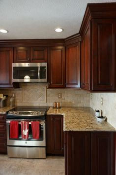 Wonderful Cherry Wood Cabinets Kitchen Decorating Ideas – Page 12 – Home Decor Ideas Kitchen Cabinet Design, Replacing Kitchen Countertops, Cherry Cabinets Kitchen, Kitchen Remodel, New Kitchen, Wood Kitchen, Diy Kitchen, New Kitchen Cabinets, Kitchen Renovation