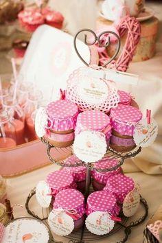 Decoración de comuniones en casa: Fotos de ideas - Mesa de cupcakes para Primera Comunión