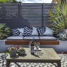 Private small garden design ideas for this small courtyard garden . - 2019 - Privacy screen - Private small garden design ideas for this small inner courtyard garden 2019 Private small garden T - Outdoor Seating, Outdoor Rooms, Backyard Seating, Backyard Patio, Backyard Privacy, Built In Garden Seating, Patio Bed, Sunken Patio, Outdoor Living