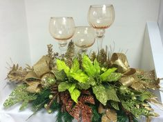 Christmas Flower Arrangements, Holiday Centerpieces, Xmas Decorations, Cool Christmas Trees, Christmas Wreaths, Christmas Crafts, Christmas Ornaments, Christmas Tree Inspiration, Creative Crafts
