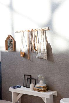 KARWEI | Wat meer textuur  op de muur geeft een fijn warm effect in een lichte kamer. #woonwekenbijkarwei