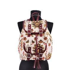 Nakkash otanti̇k püsküllü krem rengi̇ çi̇çek desenli̇ sirt çantasi ürünü, özellikleri ve en uygun fiyatların11.com'da! Nakkash otanti̇k püsküllü krem rengi̇ çi̇çek desenli̇ sirt çantasi, omuz çantası kategorisinde! 990