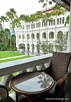 Raffles Singapore - The Yum List British Colonial Decor, Colonial Style Homes, French Colonial, Spanish Style Homes, Singapore Architecture, Colonial Architecture, Chinese Architecture, Singapore City, Indochine