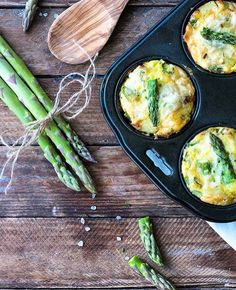 Frühstückt ihr noch oder bruncht ihr schon? Dann wären diese leckeren Mini Frittatas mit Kartoffeln Parmesan und grünem Spargel von @fio.nella ja vielleicht etwas für euch #rezeptebuchcom #breakfast #lunch #brunch #frittata #potatoes #asparagus #mouthwatering #yummy #delicious #foodie #foodpic #frühstück #mittagessen #eier #spargelzeit #spargel #nomnomnom by rezeptebuchcom