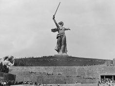 everyday_i_show: photos by Dmitry Baltermants Мамаев курган, Родина-мать, 1952