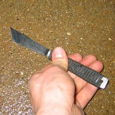 Picture of Knife Making Without Tools from a butter knife & paracord Swiss Army Pocket Knife, Best Pocket Knife, Bushcraft, Diy Knife, Knife Stand, Tactical Pocket Knife, Engraved Pocket Knives, Buck Knives, Metal Welding