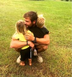 Chris Hemsworth hugs his 2-year-old twins in the sweetest birthday tribute posted by his wife, Elsa Pataky Chris Hemsworth Thor, Chris Hemsworth Family, Hemsworth Brothers, Elsa Pataky, Snowwhite And The Huntsman, Hot Dads, Z Cam, Cute Celebrities, Celebs