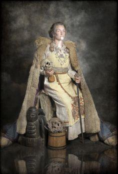 Viking Garb, Viking Reenactment, Viking Dress, Viking Clothing, Historical Clothing, Historical Photos, Viking Life, Viking Woman, Norwegian Vikings