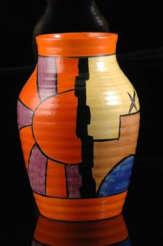 This is the best Sunray isis vase i have ever seen, a really fantastic version of sunray decorated virtually top to bottom on a isis vase. Mondrian Art, Clarice Cliff, Art Deco Posters, Art Deco Glass, Art Deco Era, Art Deco Design, Ceramic Artists, Vintage Ceramic, Flower Pots