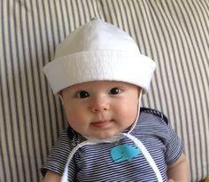 Pour le marin en herbe, ce chapeau de bébé marin à la main est un accessoire précieux pour votre tout-petit se préparer pour une journée en haute mer