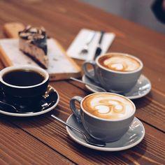 """76 Beğenme, 1 Yorum - Instagram'da Gizem Tok (@gizemsfashion): """"Öğle arası dediğin kahve değil mi?! Yemek de neymiş  3 kahveyi içsem, pastayı da yesem pazartesi…"""""""