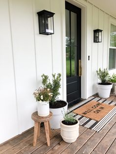 Five Things Friday — Light & Dwell Front Entry Decor, Porch Entry, Door Entry, Entrance, Entryway, Decoration Entree, Farmhouse Front Porches, Garage Door Makeover, Condos For Rent