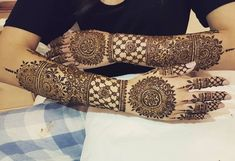 Mehndi is something that every girl want. Arabic mehndi design is another beautiful mehndi design. We will show Arabic Mehndi Designs. Henna Hand Designs, Wedding Henna Designs, Khafif Mehndi Design, Mehndi Design Pictures, Best Mehndi Designs, Beautiful Henna Designs, Mehndi Designs For Hands, Henna Tattoo Designs, Mehndi Tattoo
