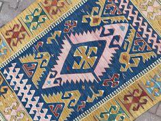Super Home Vintage Bohemian Kilim Rugs Ideas Vintage Bohemian, Vintage Rugs, Bohemian Rug, Unique Rugs, Turkish Kilim Rugs, Cool Rugs, Area Rugs, Homecoming Dresses, Prom