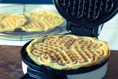 Healthy Holiday Recipes, Healthy Recepies, Holiday Desserts, Belgian Waffle Iron, Banana Waffles, Healthy Protein Shakes, Best Pancake Recipe, Sweet Potato Muffins, Smoothies With Almond Milk