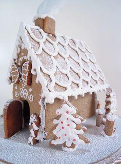 http://blog.giallozafferano.it/incucinapercaso/gingerbread-house-casetta-di-pan-di-zenzero/