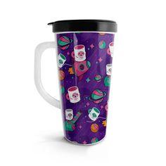Vasito viajero – Muggy Astronauta, encuentra este producto en nuestra tienda online. Travel Mug, Mugs, Tableware, Vase, Siempre Contigo, Astronaut, Store, Dinnerware, Tumblers