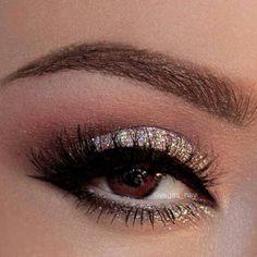 101 Eye Make Up Tutorials From Around The World ilvery Glittery Eye Makeup: Glitter Eye Makeup, Kiss Makeup, Hair Makeup, Sparkly Eyeshadow, Sparkly Makeup, Punk Makeup, Makeup App, Glitter Lipstick, Pretty Makeup
