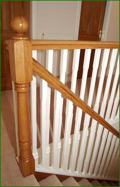 Staircase Banister Ideas, Interior Stair Railing, White Staircase, House Staircase, Stair Decor, Staircase Design, Bannister Ideas Painted, Painted Stairs, Banisters