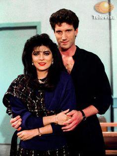 #Televisa Simplemente Maria cuando Vicky tuvo 5 galanaes :)