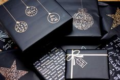 18 DIY Christmas Wrapping Gift Ideas Make your wrapping as special as the gift itself with these 18 Creative Wrapping Gift Ideas. Elegantly wrapped gifts can call for little more than Christmas Gift Wrapping, Christmas Presents, Craft Gifts, Diy Gifts, Holiday Gifts, Christmas Holidays, Christmas Crafts, Black Christmas, Creative Gift Wrapping