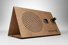 Onemi Foldable FM Radio with an Integrated Solar Panel