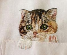 Хироко Кубота из Японии вышивает котиков в нагрудных карманах рубашек. / Слабый пол!