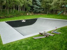 60 Top Creative Backyard Design Will Beautify Your Backyard - Skateboard Room, Skateboard Ramps, Skate Ramp, Skate Surf, Backyard Skatepark, Mini Ramp, Skate And Destroy, Cool Skateboards, Longboarding