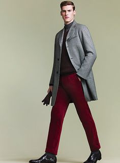 Just a grey overcoat paired with burgundy dress pants. If you want to easily dress down your outfit with shoes, complete your look with a pair of black leather chelsea boots. Men's Grey Overcoat, Mens Overcoat, Brown Leather Gloves, Black Leather Chelsea Boots, Latest Mens Fashion, Men's Fashion, Casual Wear For Men, Dapper Men, Burgundy Dress