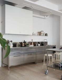 Green home with an industrial touch - via Coco Lapine Design