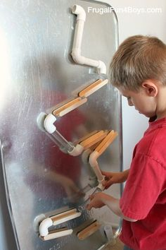 Magnetic Changeable Marble Run  http://frugalfun4boys.com/2014/10/16/changeable-magnetic-marble-run/