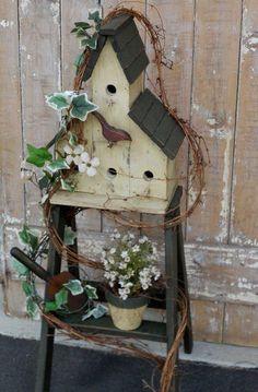Annie's bird house ladder - thanks Flea Market Gardening! Garden Crafts, Garden Projects, Garden Art, House Ladder, Old Ladder, Wooden Ladder, Small Ladder, Flea Market Gardening, Spring Projects