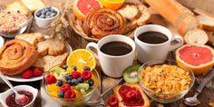 Ένα καλό πρωινό όχι μόνο μας γεμίζει με ενέργεια για αρκετές ώρες, αλλά μας βοηθά και στην προσπάθειά μας να διατηρούμαστε στα σωστά κιλά! Breakfast Platter, Breakfast Buffet, Breakfast For Dinner, Petit Déjeuner Continental, Continental Breakfast, Breakfast Around The World, Brunch Party, Food Platters, Morning Food