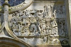 Tympan: Adam et Eve travaillant. Eglise Saint-Pierre.Mailly-Maillet (Somme) - Picardie