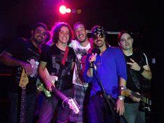 A banda Heróis de Brinquedo apresenta um show gratuito na despedida do Canelas Rock Bar. Saiba mais