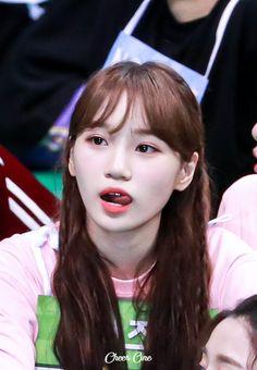 """You don't know how dangerous tongues are, not until Kim Chaewon did this"" Kpop Girl Groups, Kpop Girls, Yuri Game, Girl Tongue, Sakura Miyawaki, Japanese Girl Group, Beautiful Fairies, How To Show Love, Female Singers"