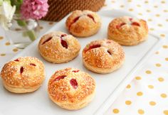 Puff pastry and an irresistible filling make thesehand piesirresistible. Each bite features fresh raspberries in a white chocolate cream, wrapped in flaky puff pastry...they're simply divine!