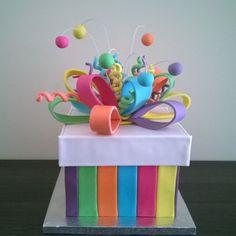 Tarta Caja de Regalo Creative Gift Wrapping, Creative Gifts, Craft Gifts, Diy Gifts, Gift Box Cakes, Party Pops, Colorful Cakes, Miniature Crafts, Sugar Art