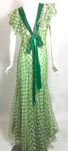 Vintage Fashion Kelly green and white checkerboard dress (back) embellished with green velvet ribbon American - 1930s Fashion, Moda Fashion, Retro Fashion, Vintage Fashion, Victorian Fashion, Gothic Fashion, Fashion Fashion, Vintage Gowns, Vintage Outfits